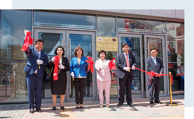Guests participate in a ribbon-cutting ceremony for the completion of the second hospital building of the National Medical Center of Mongolia. (From left) Dr. Gendaram Bayasgalan; Mrs. Tungalag; Davaajantsan Sarangerel, minister of health of Mongolia; Jeon Hye-sook, member of the Korean National Assembly; Chung Jae-nam, ambassador of Korea to Mongolia; and Shin Deok-yong, executive director of the Export-Import Bank of Korea.