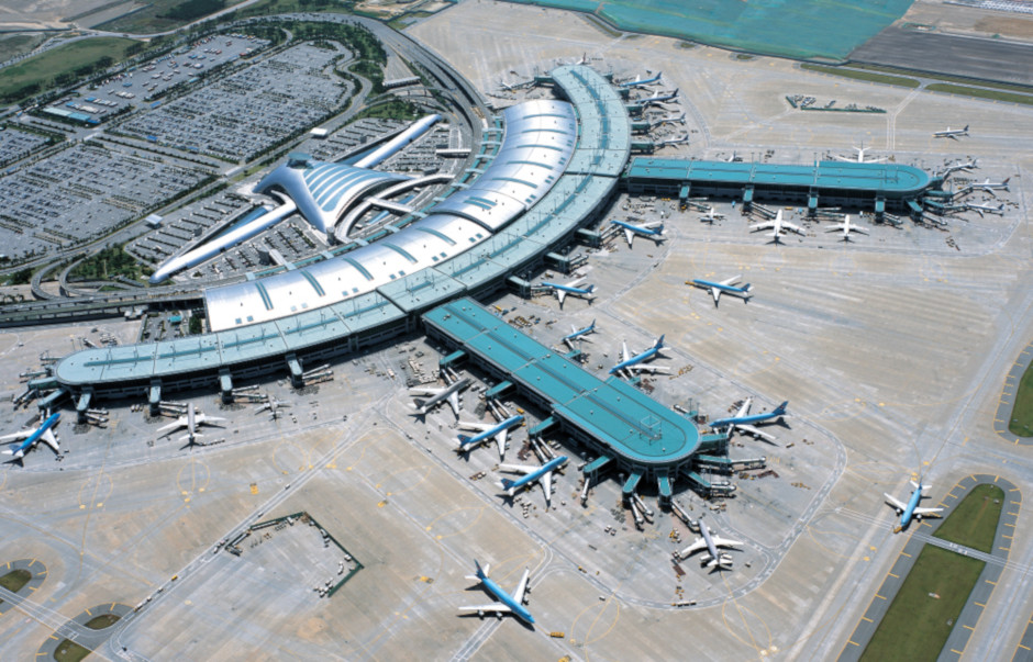 An aerial view of Incheon Airport Terminal 1, built by Samsung C&T.