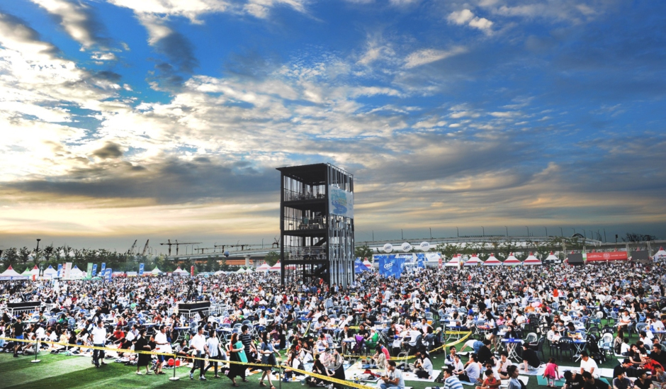 The crowds at the Songdo Beer Festival. Source: Songdo Beer Festival web site