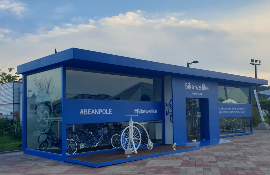 A Beanpole bike shed installed during the company's second Bike We Like campaign. / Source: Beanpole's official Instagram @beanpole_official