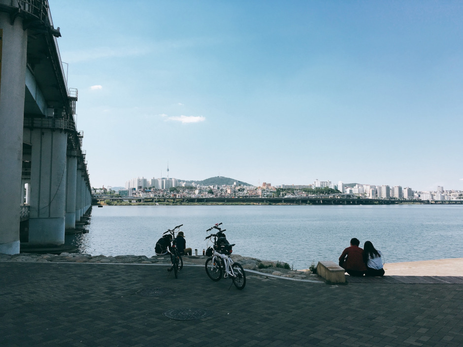 The Han River is one of tThe best places for cycling in Seoul. / Source: pixabay.com